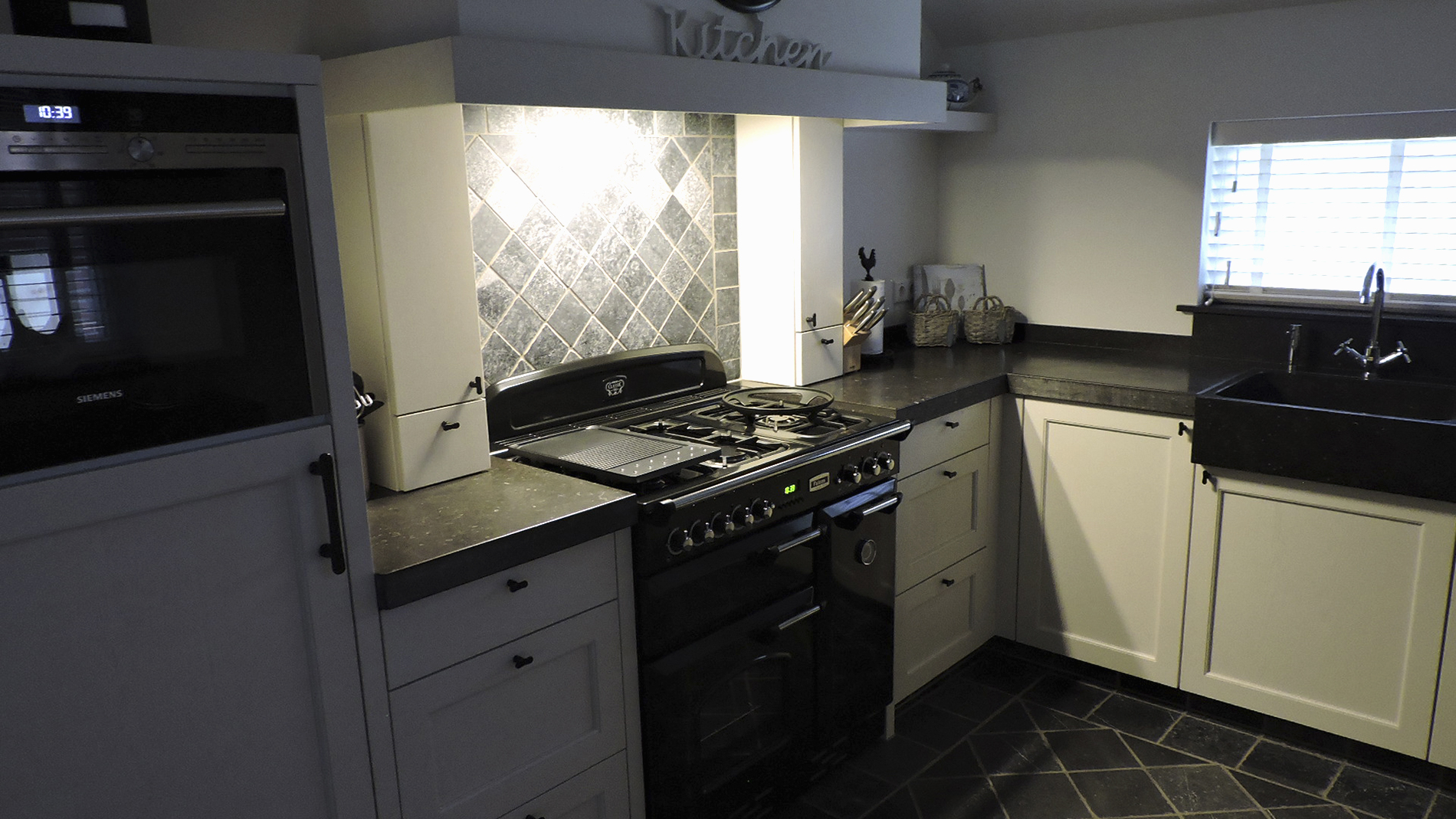 Keuken donkergrijs - Werkblad voor witte keuken ...
