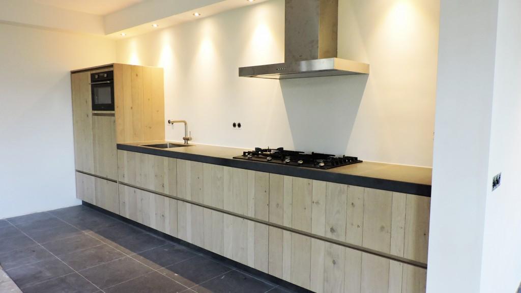 lichte-moderne-keuken-van-doren-maatinterieurs-nederweert-web