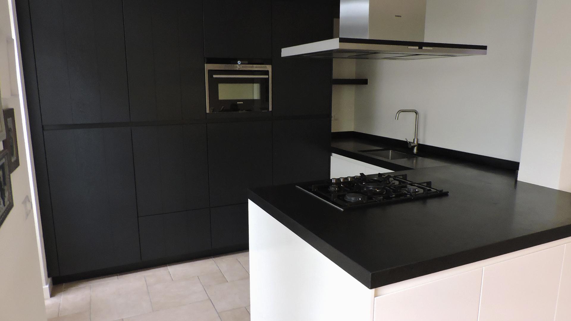 Zwart wit keuken - Eiland zwarte bad ...
