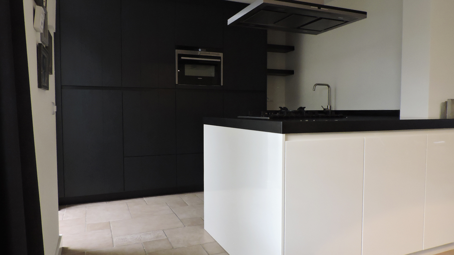 Keuken Zwart Wit : moderne-keuken-zwart-wit-strak-van-doren-maatinterieurs-nederweert-7